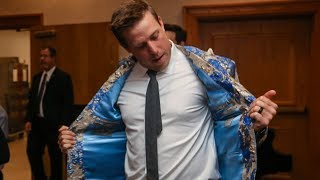 Case Keenum buys Von Miller's suit jacket as Jamie Foxx auctions it off for charity