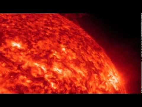 Огромная комета протаранила Солнце
