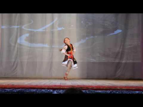 Молдавский танец соло Насырова Арина