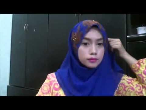 cewek cantik memakai jilbab Shawl Half Moon #HIJABERS