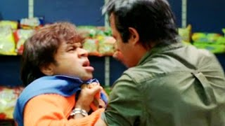 Raj Pal Yadav gets beating from Akshaye Khanna  funny comedy scene - Mere Baap Pehle Aap