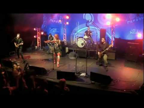 Anna And The Barbies - Ördögre Kacsintva - Live @ ZP [1] [HD]