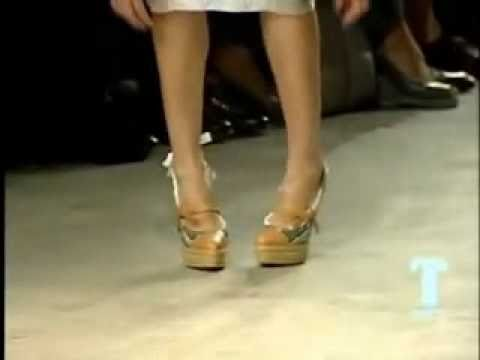 Models Fall - Prada Spring Summer 2009.flv