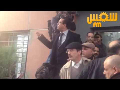 image vid�o  حالة من الاحتقان أمام المصحة التي استشهد فيها بلعيد