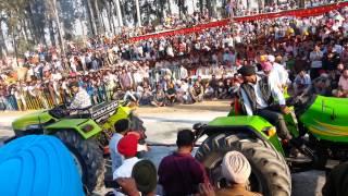 Danger tractor tochan in neelon