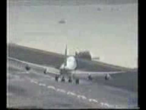 Airplane Landings in Wind Landing 777 Side Wind Airplane