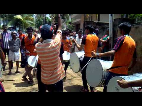 Nasik Dhol Devakinandan Kochi video