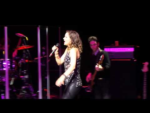 Katharine Mcphee - SHAKE IT OUT  (Live @ Sarasota, FL)