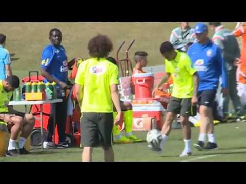 #Scolari 'casi' lesiona a Dani #Alves