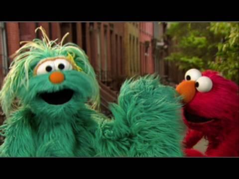 Elmo & Rosita: The Right Way to Sneeze! - YouTube