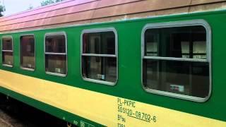SM42-563 z pociągiem TLK Doker relacji Hel-Katowice rusza ze stacji Jastarnia