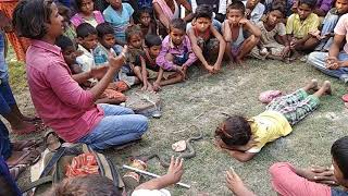 Madari ka khel मदारी का खेल Bachhi Ko Snake Bana बच्चा को साँप बना दीया Diya Madari Wale Ne