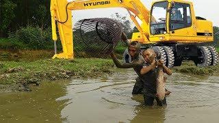 Không Ngờ Máy Múc Đất Lại Tạo Ra Nhiều Hố Có Cá To Đến Vậy - Anh Em Tam Mao Được Buổi Bắt Cá Mỏi Tay