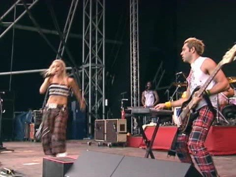 No Doubt - Hey Baby (Live at Glastonbury Festival 2002)