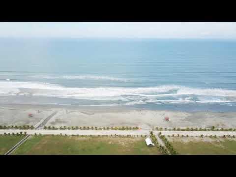 パロッツ君のあるリンガエンビーチを空から見てみます