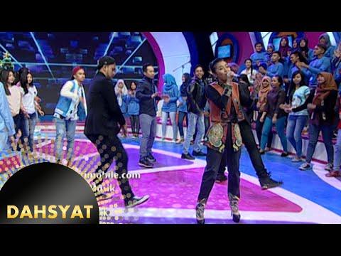 download lagu Rinni Wulandari Nyanyi Sambil Nge-dance gratis