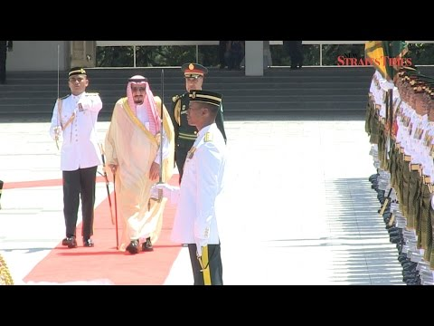 King Salman receives grand welcome at Parliament Square