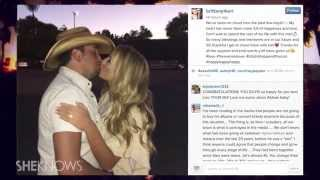 Download Lagu Jason Aldean is Engaged to Brittany Kerr; Kerr Posts Picture of Ring - The Buzz Gratis STAFABAND