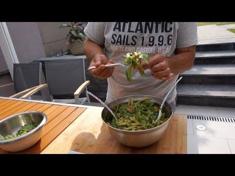 Приготовление соуса «Песто», Салат с соусом «Песто»