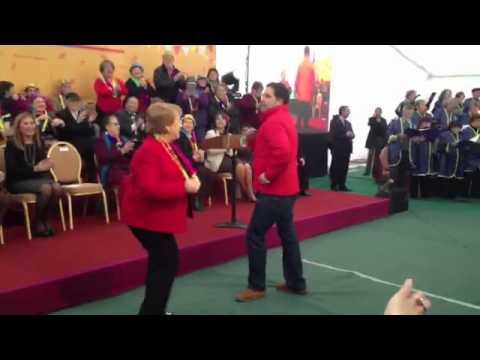 Bachelet celebra