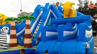 Bé chơi nhà phao- cầu trượt nước-  Kid play at beach | kids swimming