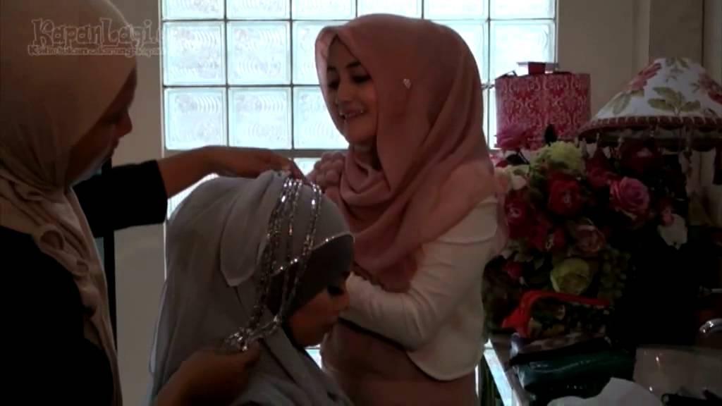 Intip Tutorial Hijab Ala Pipik, Yuk! - YouTube