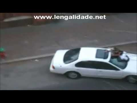 Mulher Briga com Namorado Encima do Carro