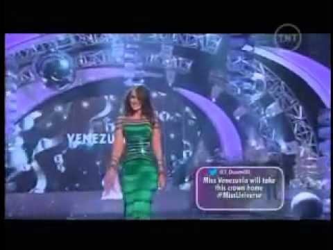 19/12/12 MISS UNIVERSE - Irene Esser en traje de gala