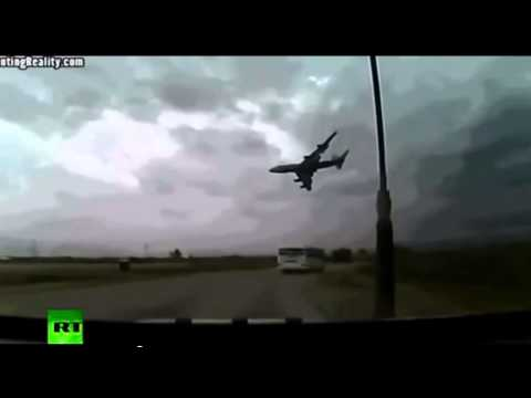 Incredible Images Malaysia Airlines Boeing 777 FLIGHT MH17 CRASH FOOTAGE UKRAINE (JULY 17 2014)