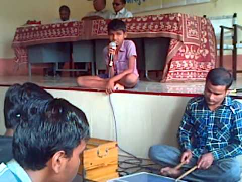Naresh Singing Gujarati Bal Geet - Chakkiben video