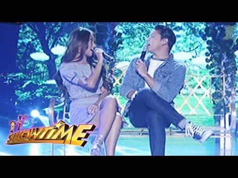 It's Showtime: Kathryn and Daniel sing