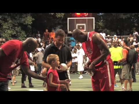 Ochocinco and T.O. show up in Rucker Park