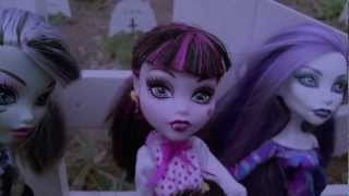 MONSTER HIGH.LA SERIE.CAPITULO 7. CEMENTERIO DE ZOMBIES.