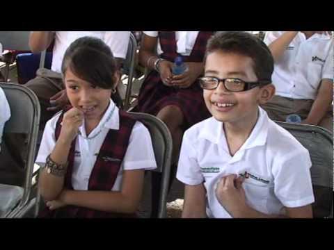 Gobierno Municipal entrega los primeros 1,400 uniformes escolares.