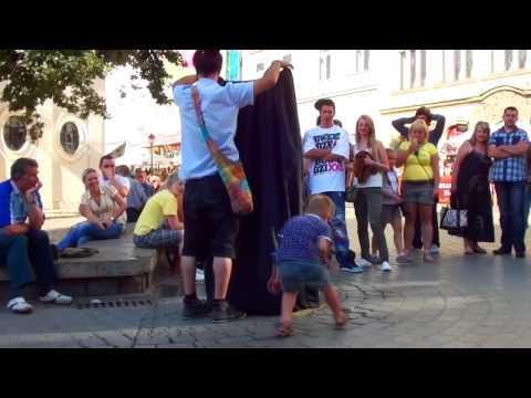 Lewitacja Na Rynku W Krakowie
