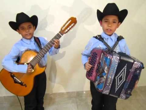 Los BAÑALES Junior - INGRATOS OJOS MIOS - Manuelito y Chuyito Bañales