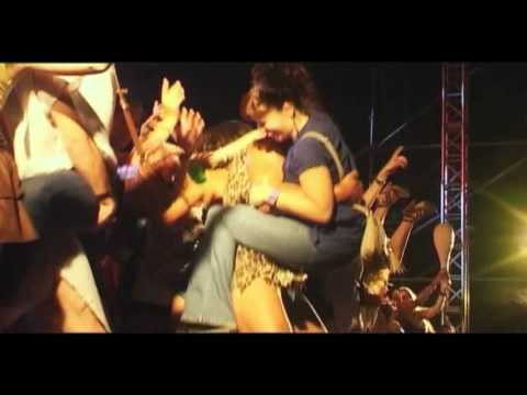 Los Inhumanos - Qué difícil es hacer el amor en un Simca 1000 (live 2011)
