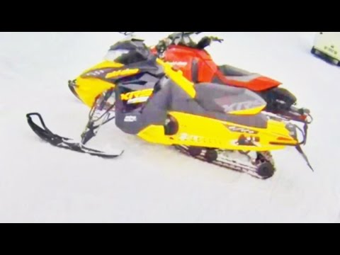 Hill Snowmobile Drifting!
