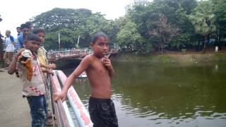 Bangladeshi Boy jump in river video