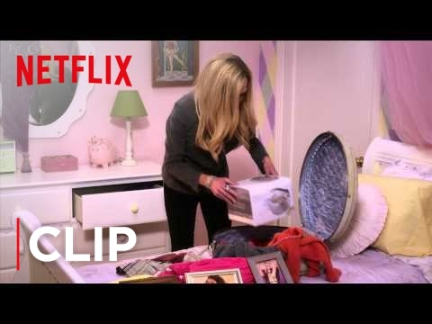 Lindsay Funke (Portia de Rossi) packs her bags in an all new episode of Arrested Development Season 4, arriving May 26, Only on Netflix. Catch up on Seasons 1-3 on Netflix now! http://nflx.it/18QzZHQ