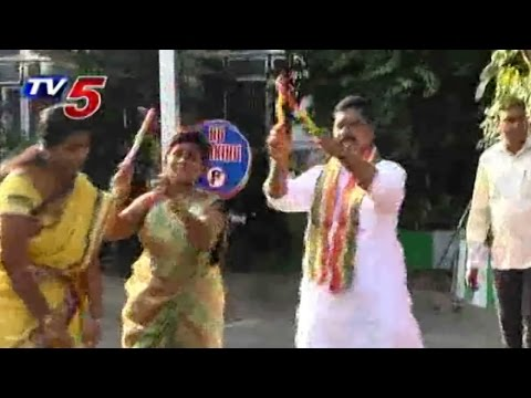 Swamy Goud Dandiya Dance with Womens : TV5 News