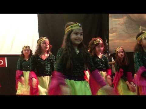 Akşemsettin İlköğretim Okulu 23 Nisan 2013 Gösterisi Video