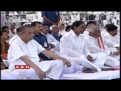 CM KCR and Governor Narasimhan Pay Floral Homage To Mahatma Gandhi | ABN Telugu