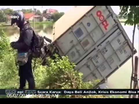 [ANTV] TOPIK Tabrakan Truk Kontener dengan Sepedah Motor, 1 Tewas