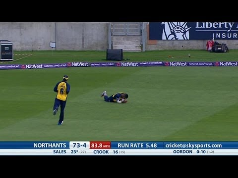 Ateeq Javid took a stunning catch as Birmingham Bears restricted Northants Steelbacks to 133 for seven off their 20 overs.