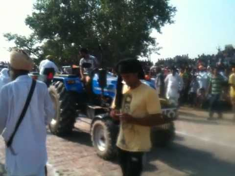 Tractor Tochan Toofan Vs Farmtrac 6060 video