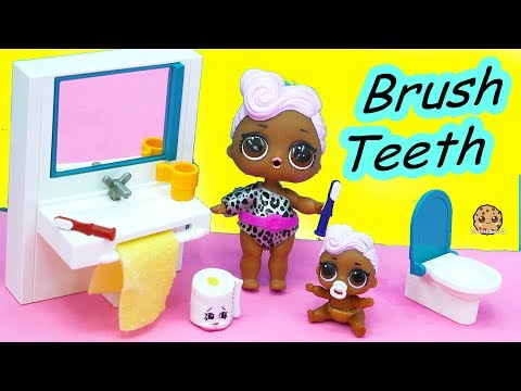 LOL Surprise Big & Lil Sisters Bed Time Night Routine - Take Bath, Pee, Brush Teeth