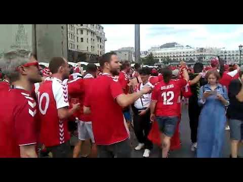 Invasão vermelha dos torcedores da Dinamarca em Moscou