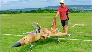 HUGE RC F-5 TIGER II SCALE MODEL TURBINE JET FLIGHT DEMONSTRATION