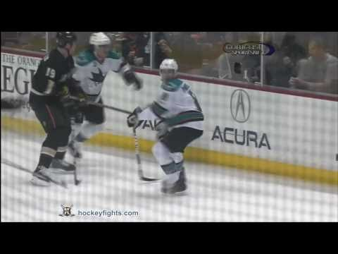 Douglas Murray vs Brad Winchester Apr 6, 2011